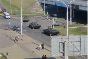 К резиденции Лукашенко в Минске прибыла бронетехника
