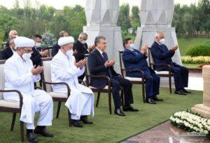 Президент Узбекистана поручил увековечить память 100 тысяч жертв сталинских репрессий