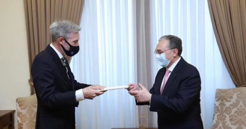 Министр иностранных дел Армении принял посла Швеции