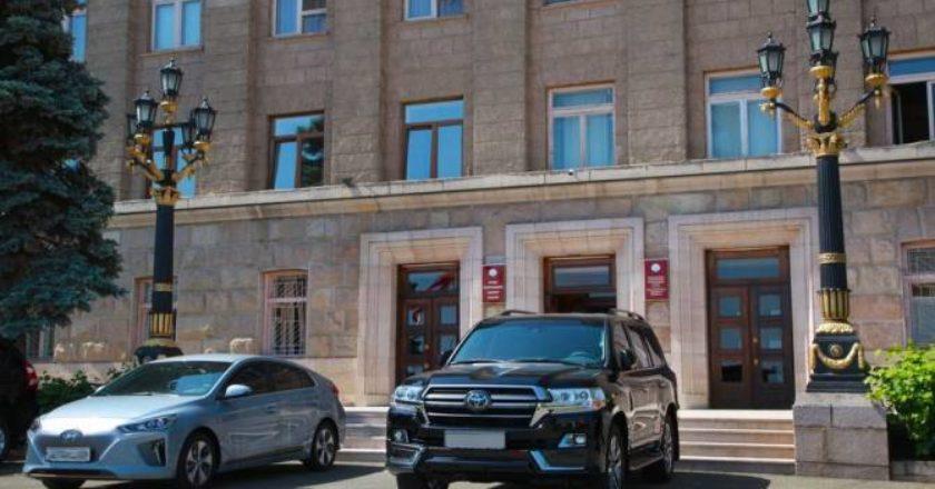 Президент Арцаха представил отчет о машинах, приобретенных и подаренных государственным структурам