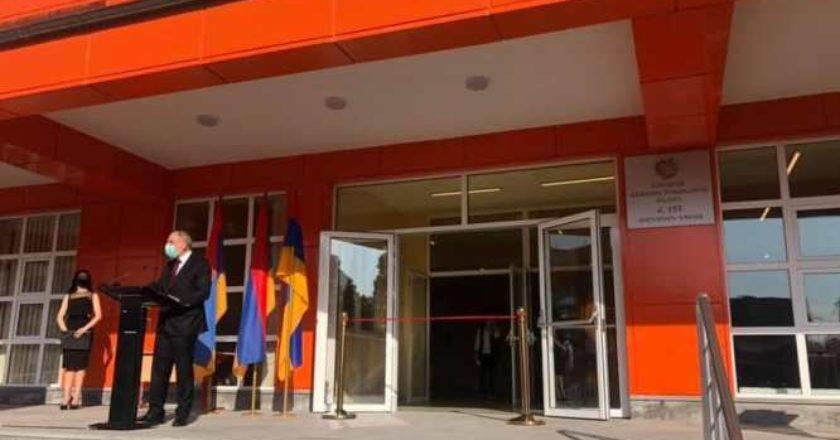 Премьер-министр Армении принял участие в открытии школы N 153 имени Р. Ишханяна