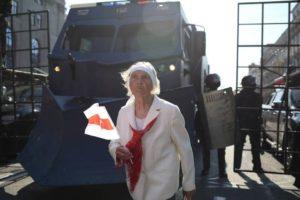 Спецтехника, военные грузовики и автобусы с бойцами ОМОНа стянуты в центр Минска