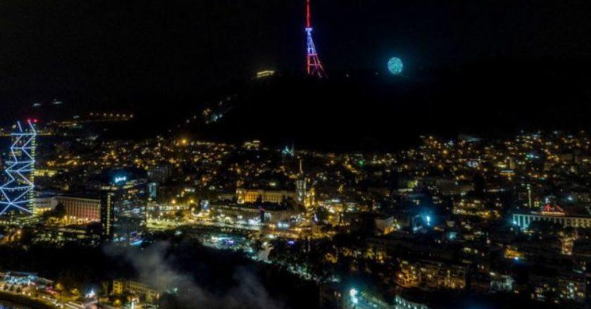 Телебашня в Тбилиси окрасилась в цвета флага Армении