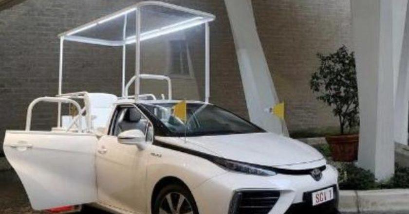 Новым автомобилем Папы Римского стал водородный седан Toyota