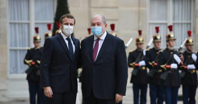 Армен Саркисян и Макрон подчеркнули необходимость реализации договоренностей о прекращении огня