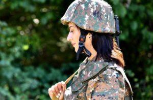Супруга премьер-министра Армении отправляется защищать Родину