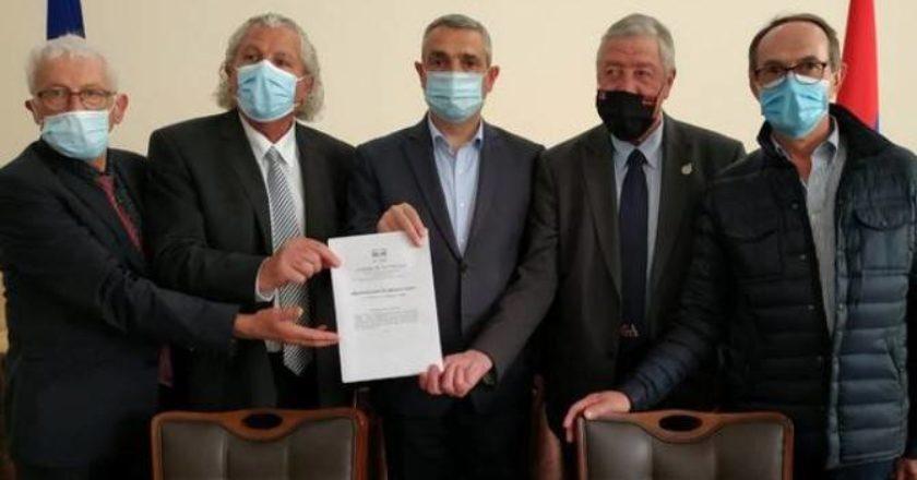 Глава МИД Арцаха встретился с делегацией депутатов французского парламента