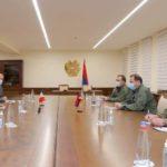 Министр обороны Армении и посол Франции обсудили ситуацию в зоне военных действий