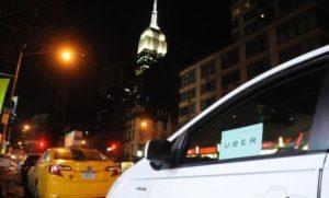Избиратели в Калифорнии одобрили поправку, позволяющую сервисам такси Lyft и Uber не включать водителей в штат