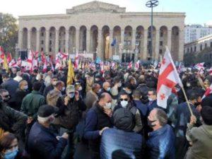 Тысячи человек собрались в центре Тбилиси в знак протеста против фальсификации выборов