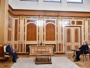 Президент Армении встретился с ослом РФ