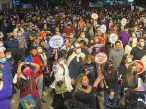 Сотни людей на северном Кипре протестуют против визита Эрдогана