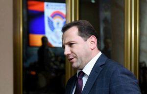 Министр обороны Армении вызван на заседание комиссии парламента по обороне