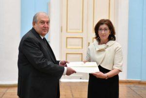 Президент Армении принял верительные грамоты новоназначенного посла Канады