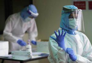 Почти 500 человек скончались за сутки в России от коронавируса