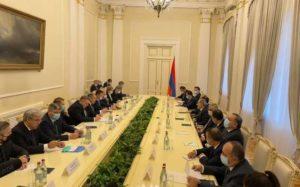Захарова опубликовала фото со встречи межведомственной делегации с Пашиняном