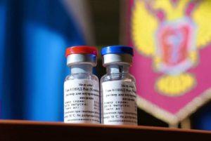 Министр здравоохранения России предоставил Армении образцы вакцины от COVID-19