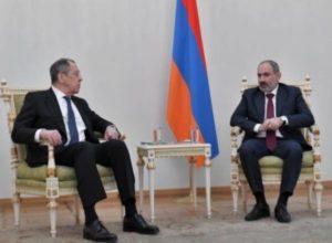МИД России объяснил установку флага только Армении на встрече Лаврова с Пашиняном протокольной практикой