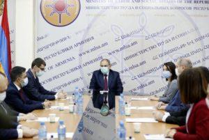 Премьер-министр Армении представил новоназначенного министра труда и соцвопросов