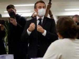 Эммануэль Макрон посетил центр филиала фонда «Айастан» во Франции