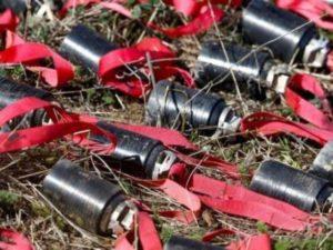 В Степанакерте разминируют неразорвавшиеся бомбы от РСЗО «Смерч»
