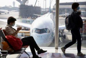 В Китае из-за коронавируса отменили несколько сотен авиарейсов
