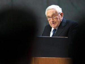 Киссинджер призвал Байдена быстро наладить контакты с Китаем, чтобы избежать катастрофы