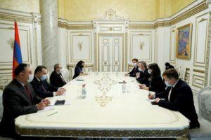 Мы всегда чувствовали поддержку дружественной Франции: Премьер-министр принял делегацию гуманитарной миссии