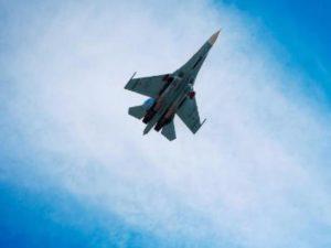 Российский Су-27 перехватил над Черным морем самолет-разведчик США