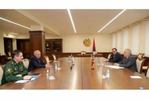 Министр обороны Армении принял посла РФ