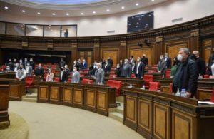 В Национальном собрании минутой молчания почтили память жертв Спитакского землетрясения и войны