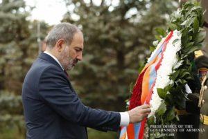 Никол Пашинян в Гюмри почтил память жертв Спитакского землетрясения
