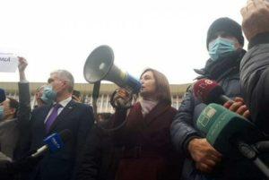 Санду на акции протеста в Кишиневе потребовала отставки правительства