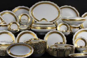 В чем секрет популярности фарфоровой столовой посуды?
