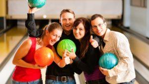 Игра в боулинг: увлекательно и полезно