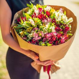 Цветы с доставкой в Мариуполе: креативно и срочно