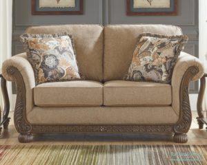Двухместные диваны: классический вариант для маленьких гостиных