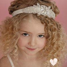 Как сделать красивую детскую прическу с ободком?